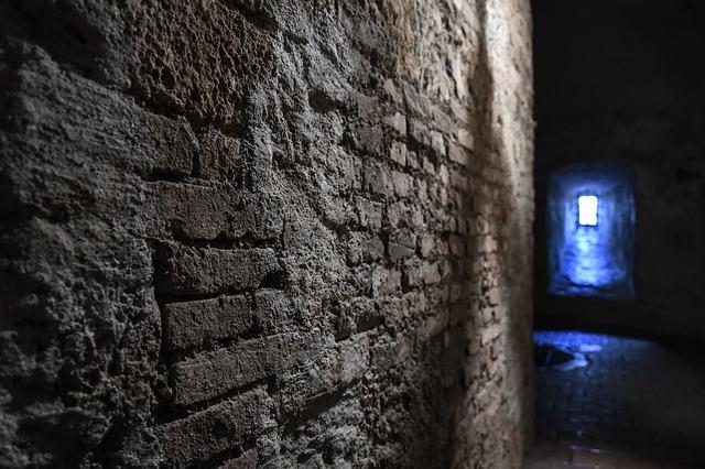 ciemne podziemne lochy